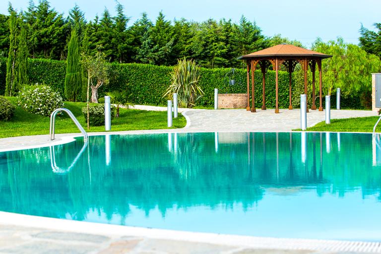Bordo piscina 768x512